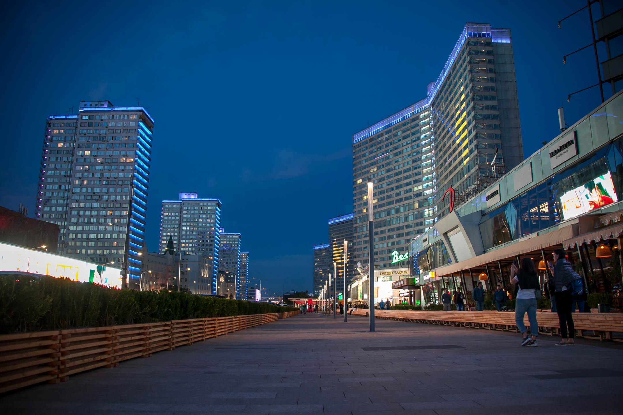 Новый Арбат - пешеходная зона в центре Москвы