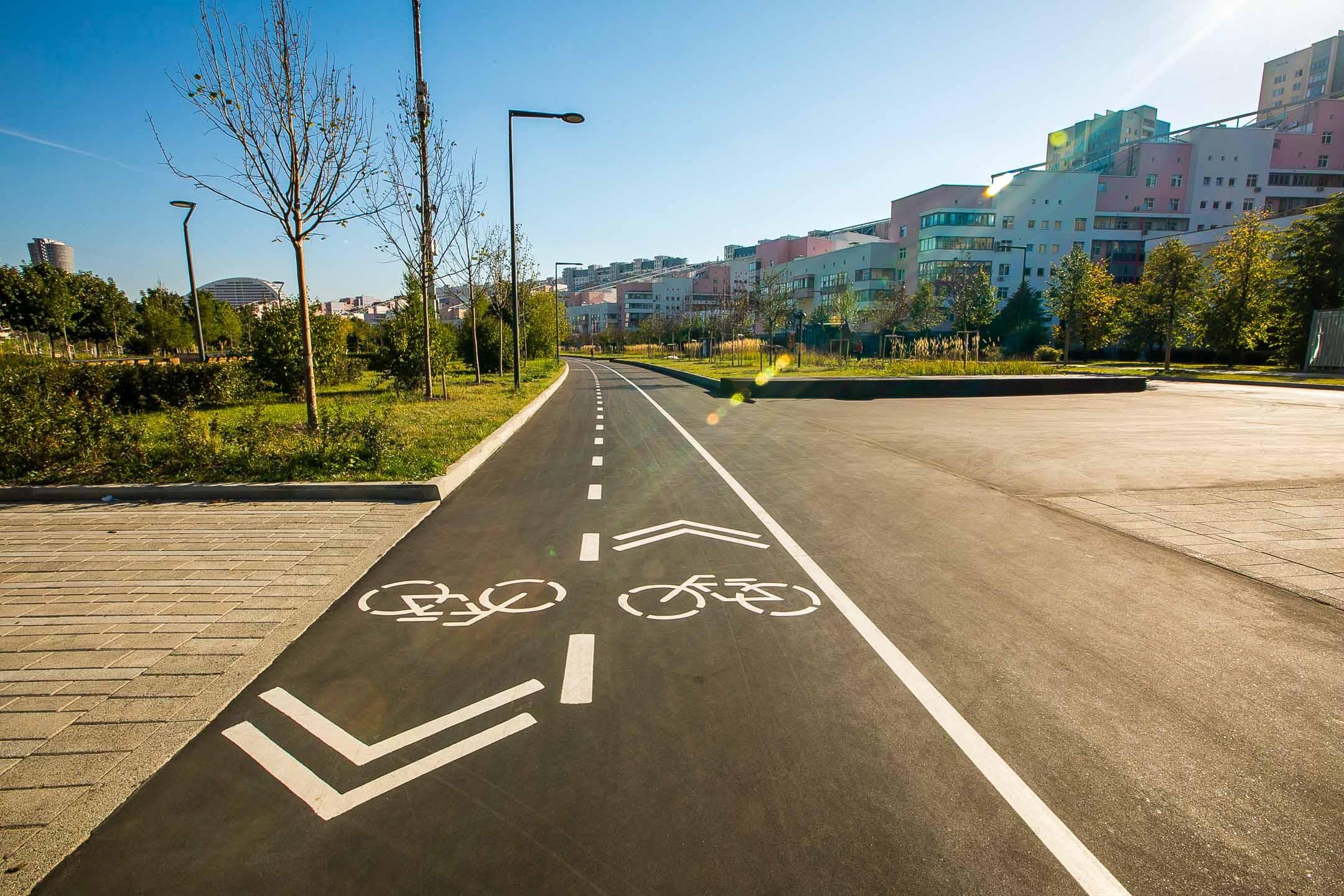 Велодорожка в парке на Ходынском поле