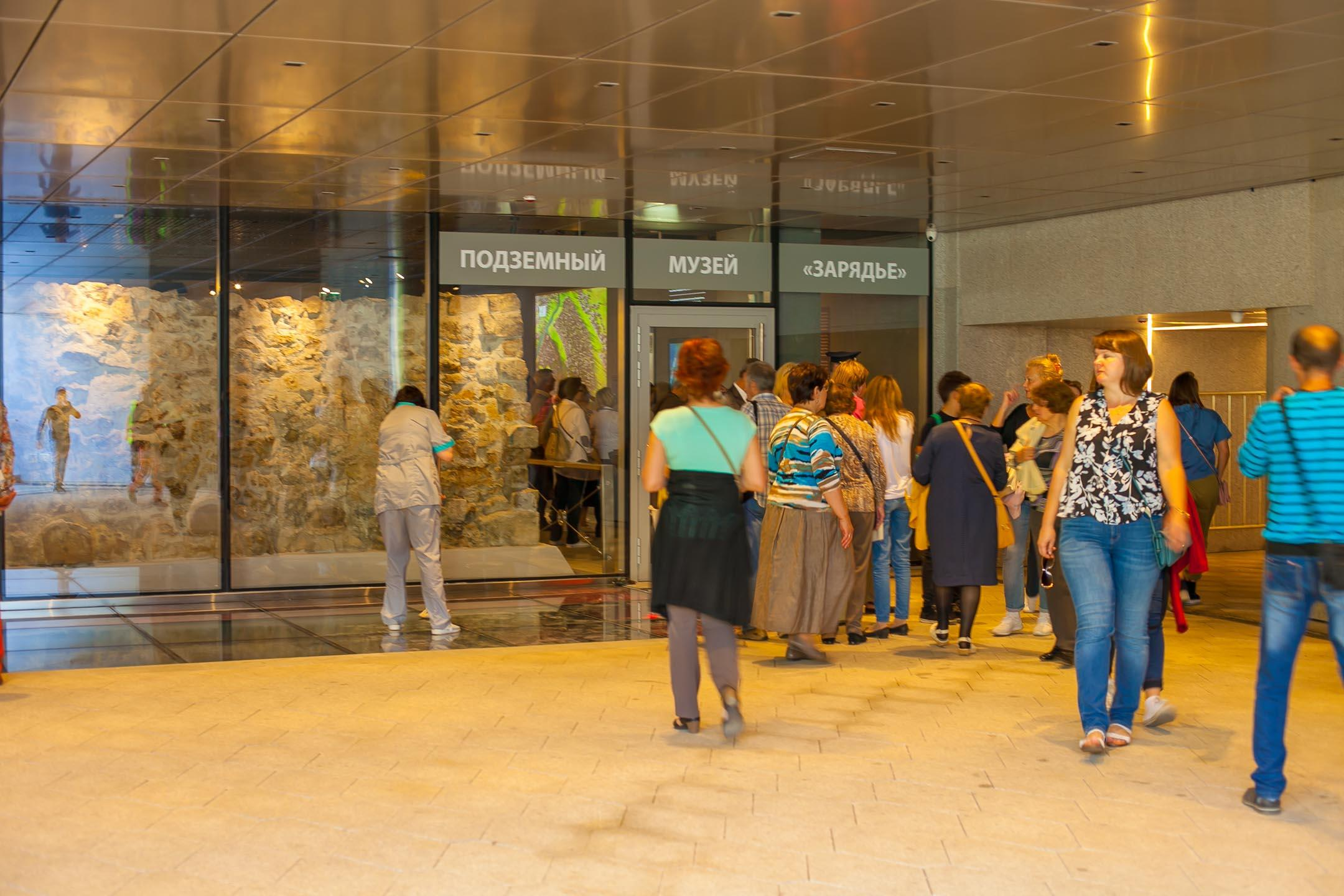 Вход в Подземный музей «Зарядья»