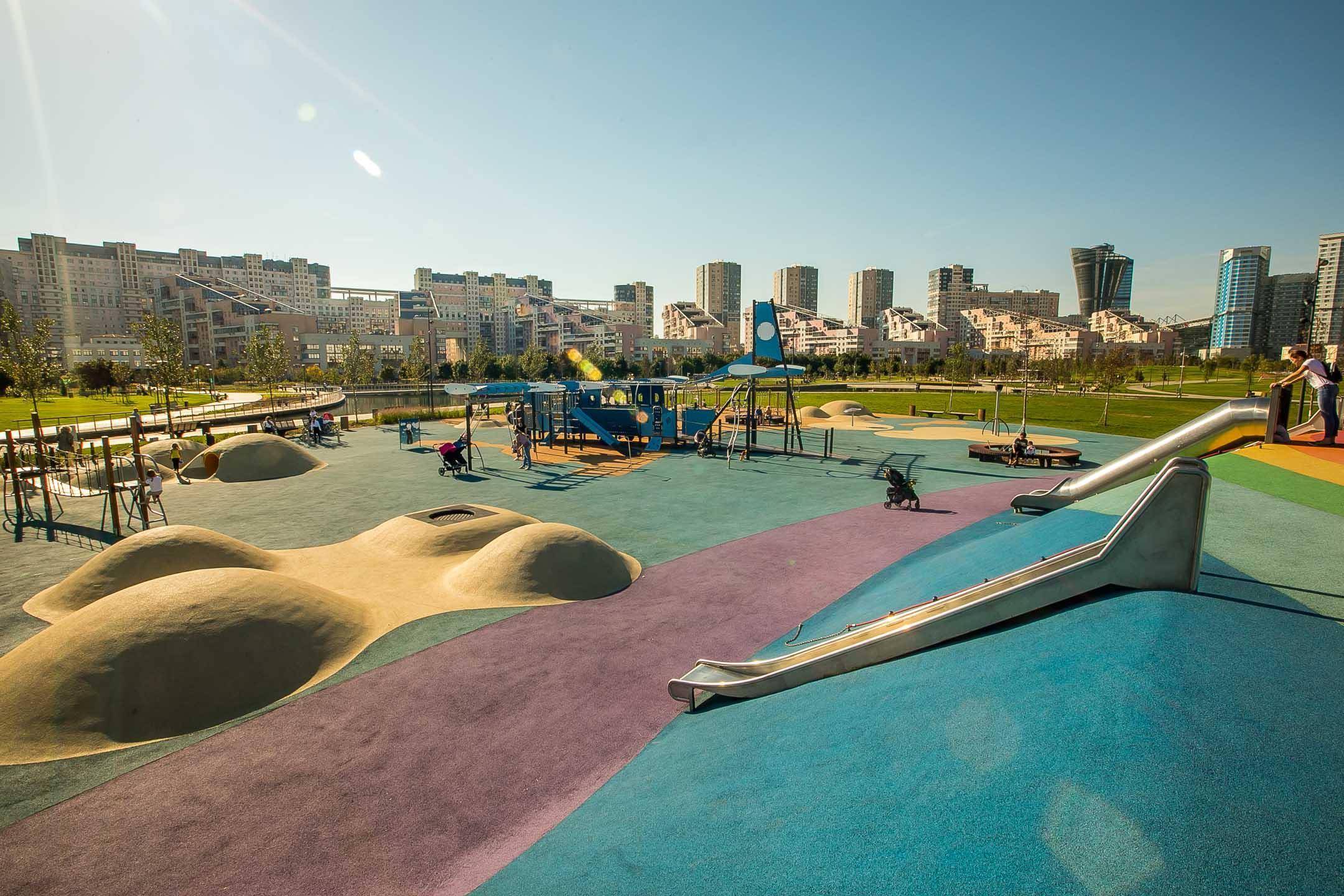 Детская площадка в парке на Ходынке