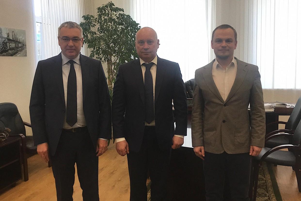 Мэр Волгограда Виталий Лихачев и руководство Ассоциации парков Андрей Лапшин и Денис Цуканов