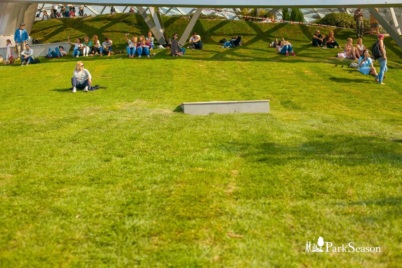 Видовой холм, Парк «Зарядье», Москва — ParkSeason