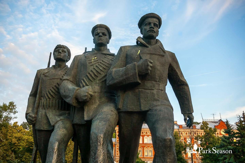 Памятник героям Волжской военной флотилии — ParkSeason