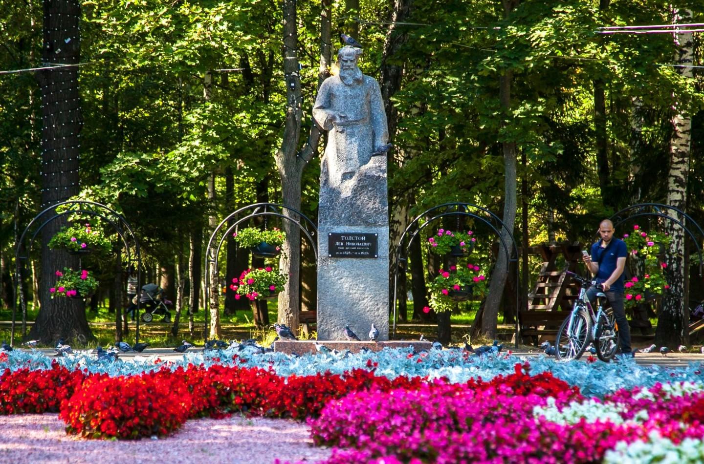 Памятник Льву Николаевичу Толстому, Парк имени Льва Толстого (Химки), Москва — ParkSeason