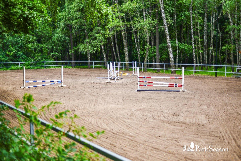 Школа верховой езды, Нескучный сад, Москва — ParkSeason