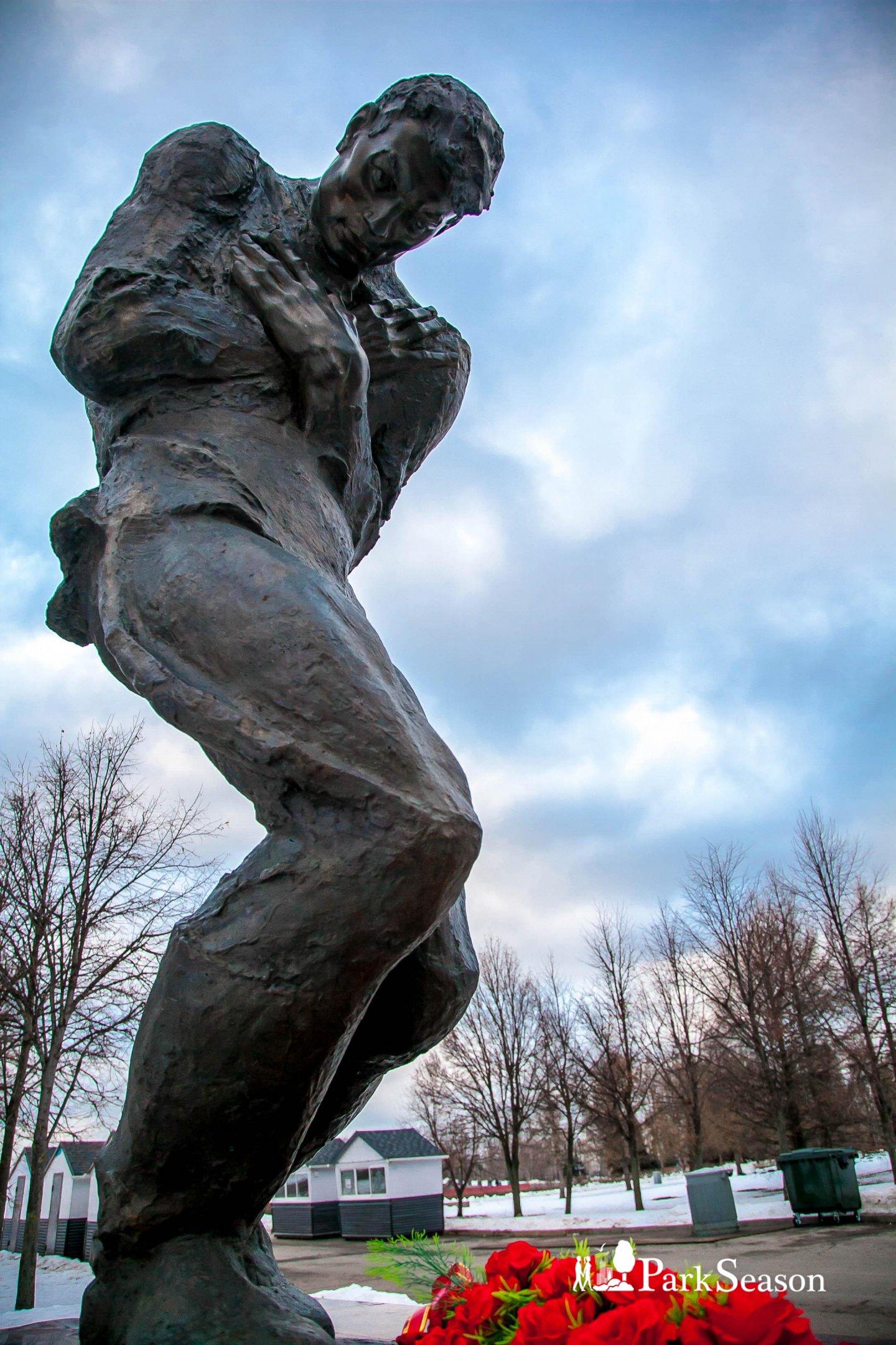 Памятник пропавшим без вести солдатам без могил, Парк Победы на Поклонной горе, Москва — ParkSeason