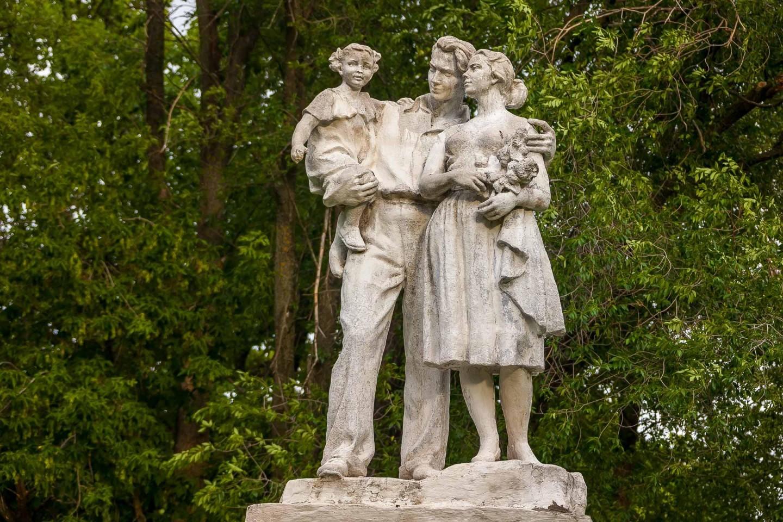 Скульптура «Семья» — ParkSeason
