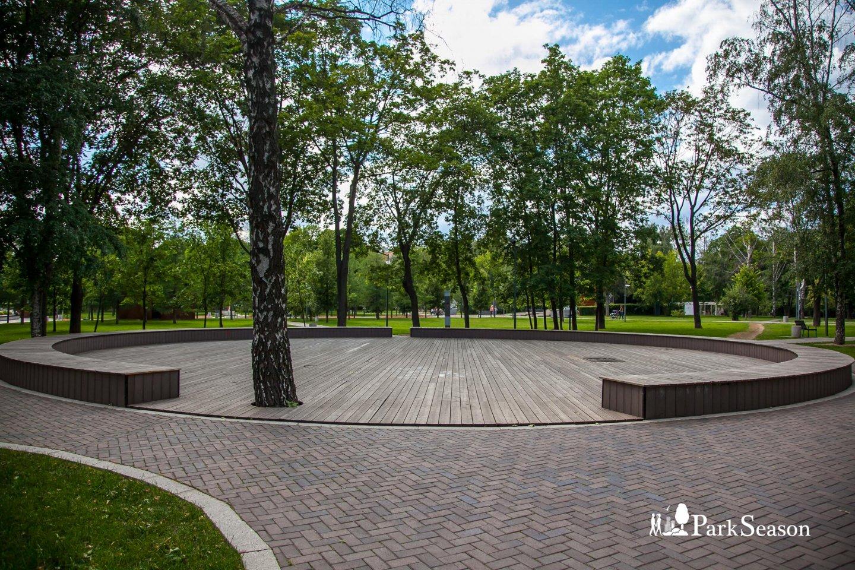 Танцевальная площадка, Гончаровский парк, Москва — ParkSeason