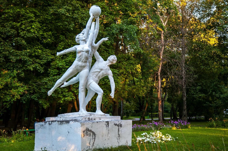 Памятник «Семье», Парк Северного речного вокзала, Москва — ParkSeason