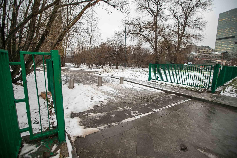 Вход в парк, Парк «Красная Пресня», Москва — ParkSeason