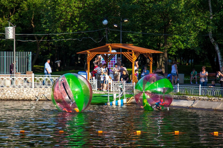 Пункт проката зорбов, Лианозовский парк, Москва — ParkSeason