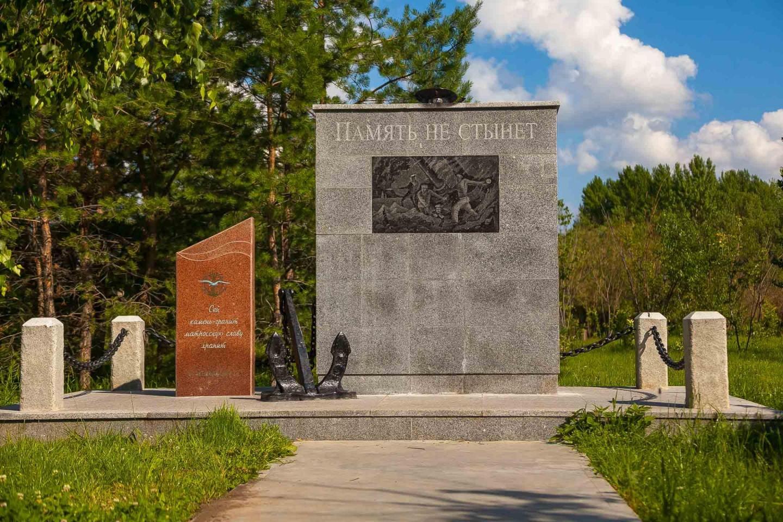 Монумент погибшим военным морякам на аллее военных моряков — ParkSeason