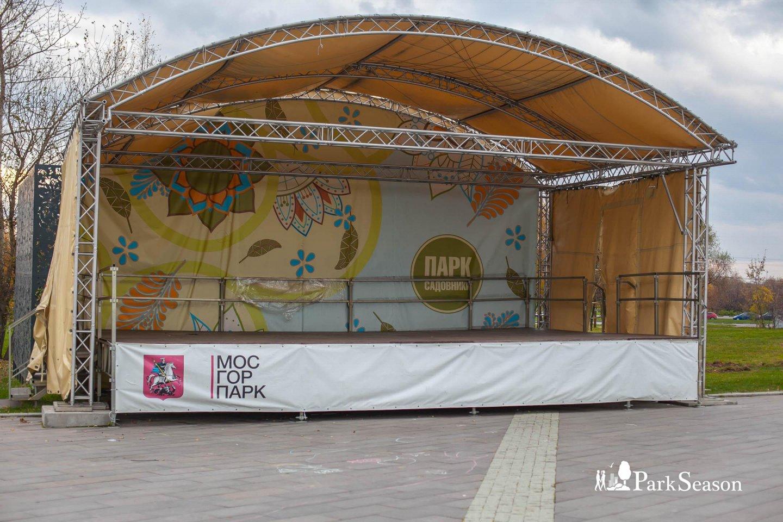Сцена, Парк «Садовники», Москва — ParkSeason