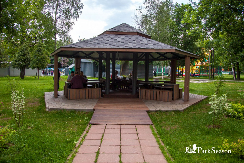 Шахматная беседка, Лианозовский парк, Москва — ParkSeason