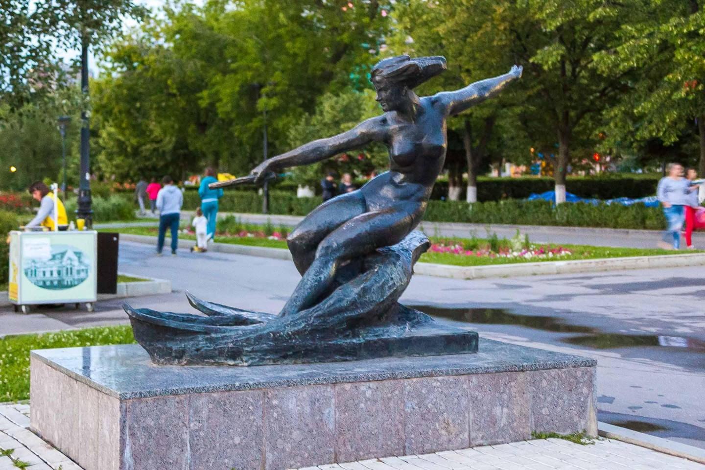 Скульптура «Водная лыжница» — ParkSeason