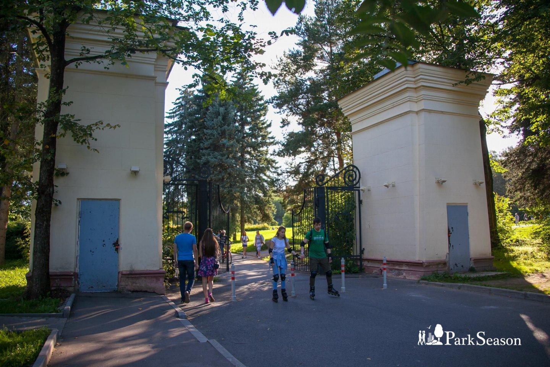 Вход в Ботанический сад, ВДНХ, Москва — ParkSeason