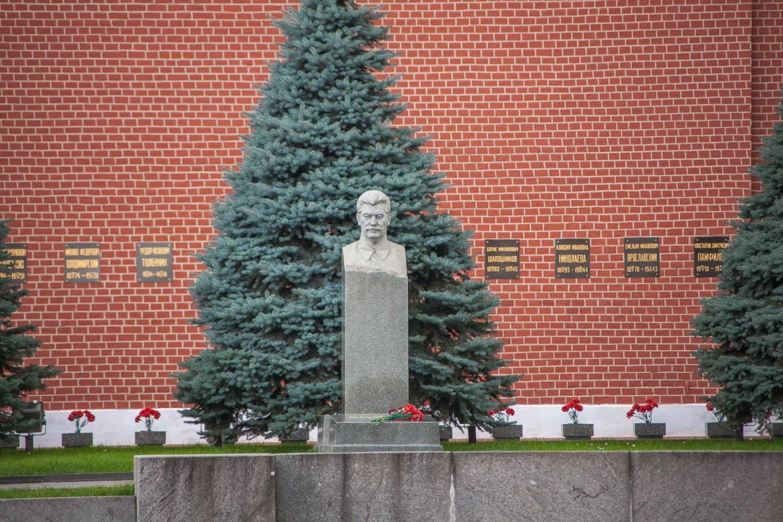 Некрополь у Кремлёвской стены — ParkSeason