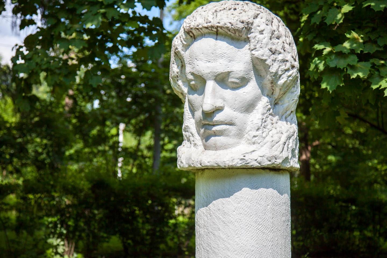Памятник А. С. Пушкину, Парк «Сокольники», Москва — ParkSeason