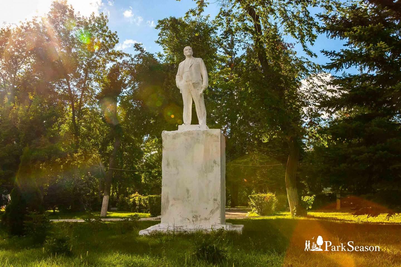 Памятник  В. И. Ленину — ParkSeason