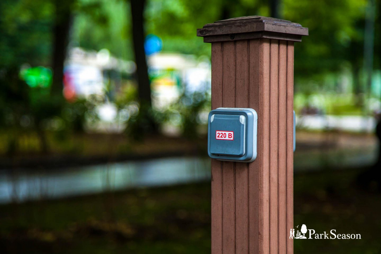 Розетки для зарядки телефонов, Парк «Сокольники», Москва — ParkSeason