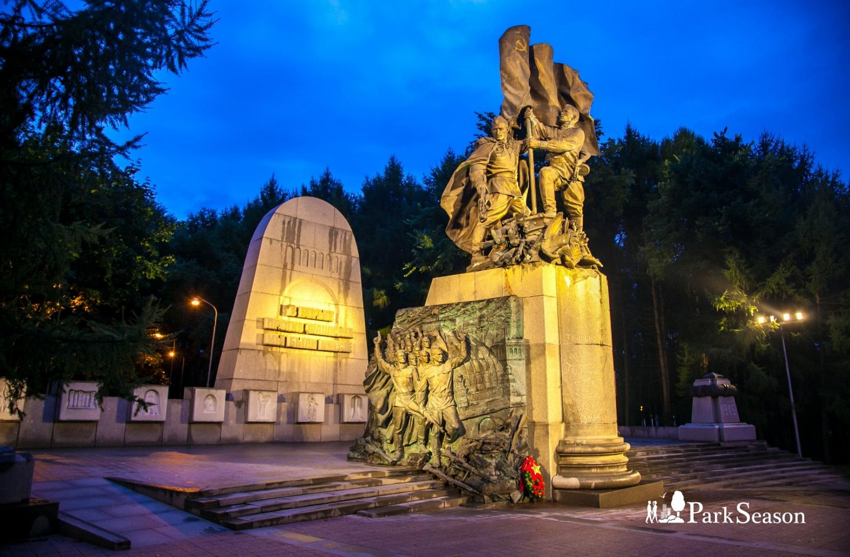 Памятник «В борьбе против фашизма мы были вместе», Парк Победы на Поклонной горе, Москва — ParkSeason