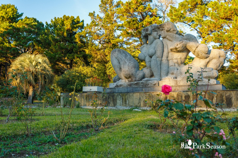 Скульптура «Адам и Ева» — ParkSeason