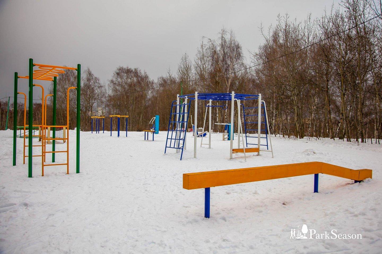 Уличные тренажеры, Строгинский парк, Москва — ParkSeason