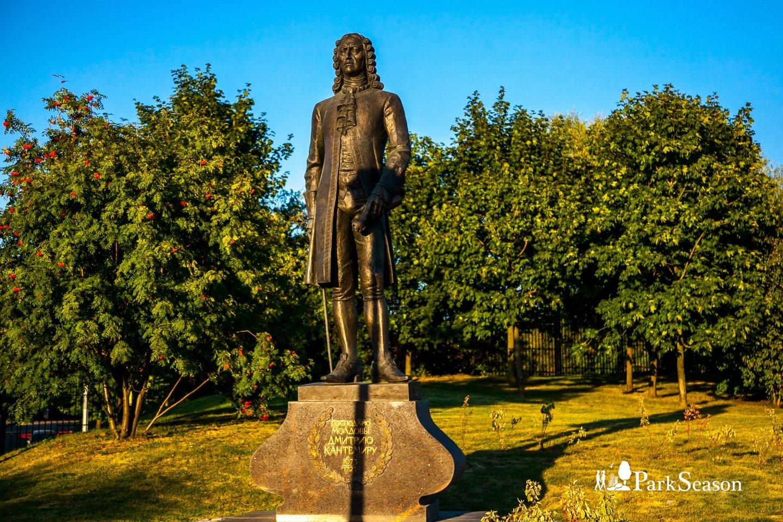 Памятник Дмитрию Кантемиру, Музей-заповедник «Царицыно», Москва — ParkSeason