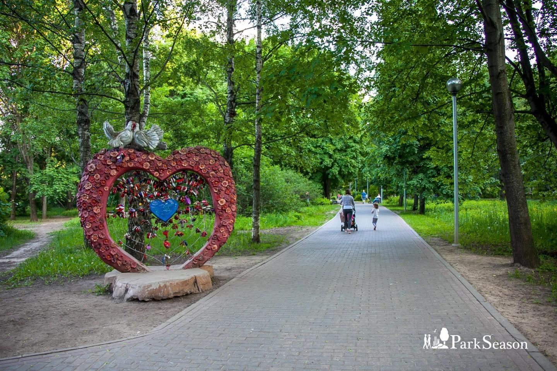 Скульптура сердца, Парк «Северное Тушино», Москва — ParkSeason