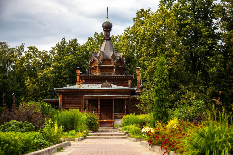 Храм Святого Тихона Задонского, Парк «Сокольники», Москва — ParkSeason