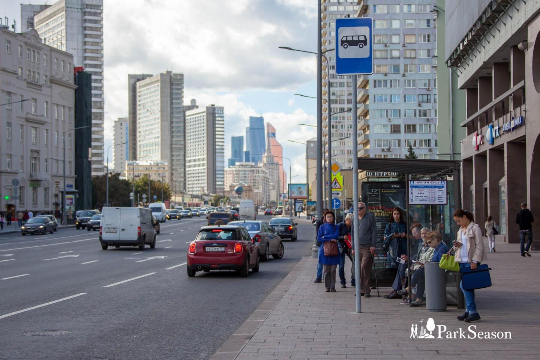 Остановка общественного транспорта «Арбатские ворота» — ParkSeason