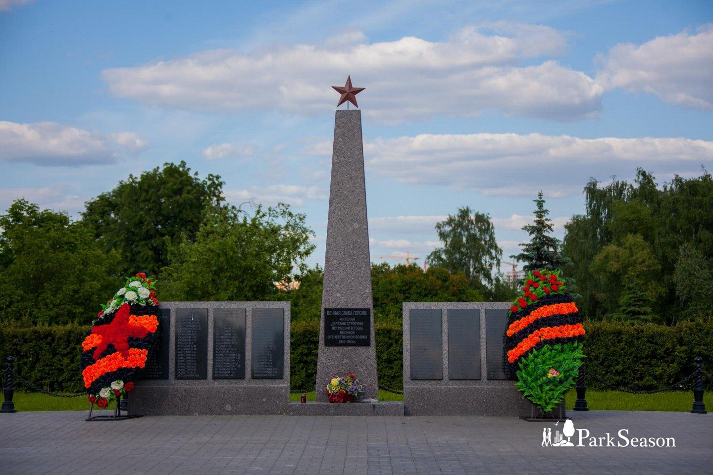 Стела героям войны, Строгинский парк, Москва — ParkSeason