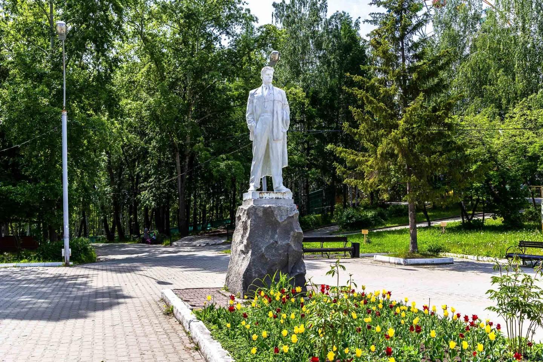 Памятник Маяковскому — ParkSeason