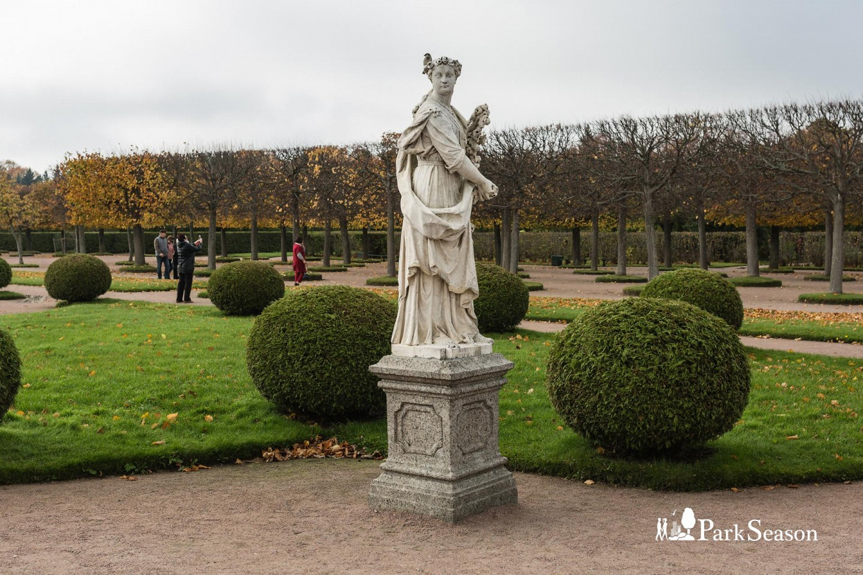 Статуя богини Флоры — ParkSeason