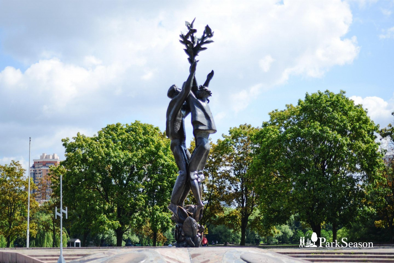 Монумент «Дружба», Парк Дружбы, Москва — ParkSeason
