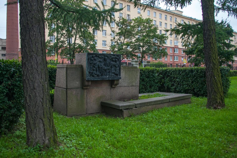 Памятный камень Ленину — ParkSeason