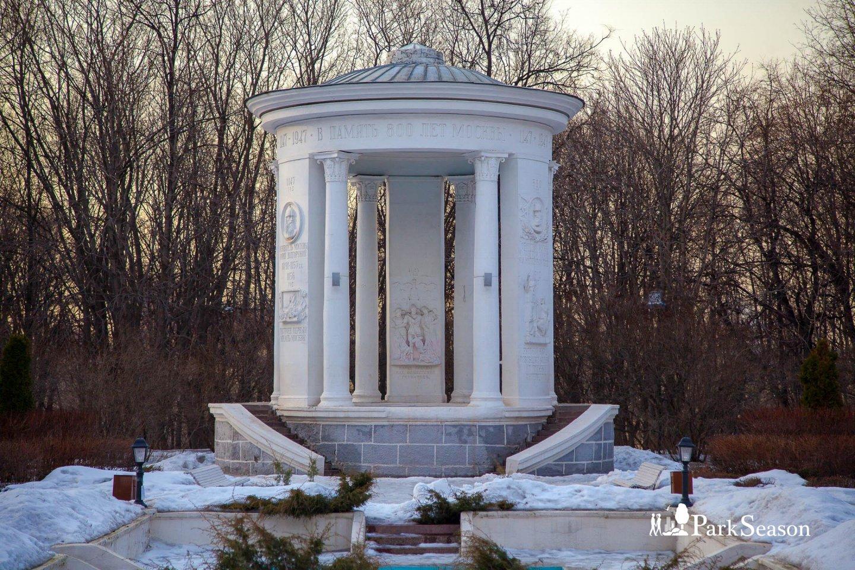 Беседка имени 800-летия Москвы, Нескучный сад, Москва — ParkSeason