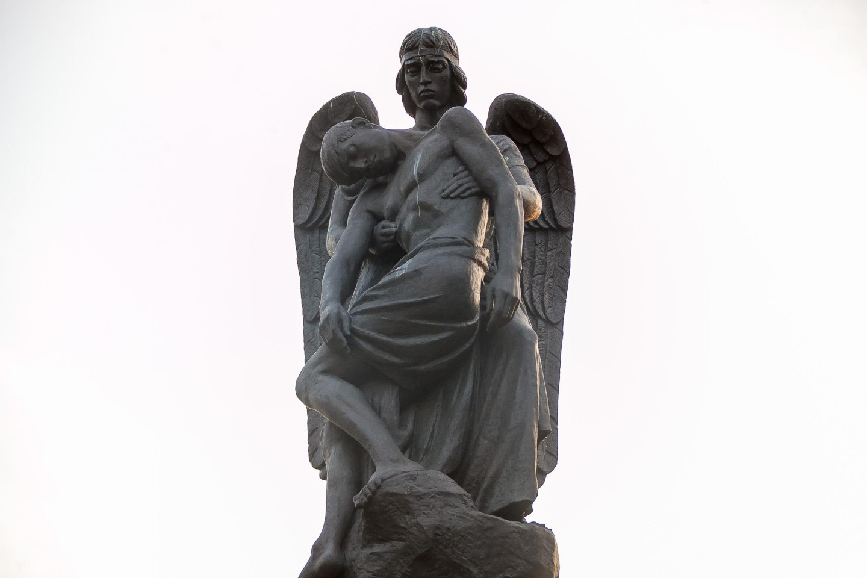 Памятник нижегородцам павшим в Афганистане и Чечне — ParkSeason