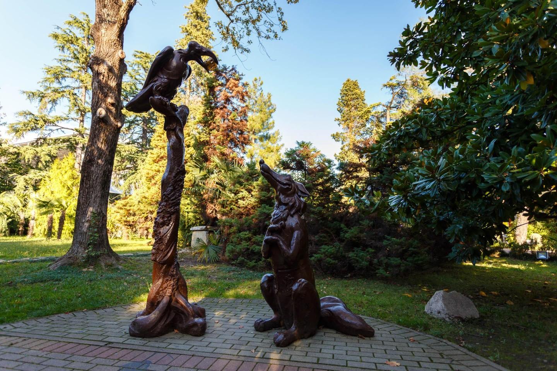 Скульптурная композиция «Ворона и лисица» — ParkSeason