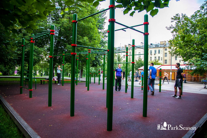 Площадка WorkOut, Сад им. Баумана, Москва — ParkSeason