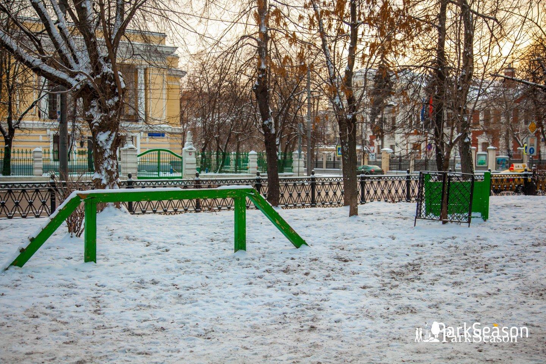 Площадка для выгула собак , Сквер Девичьего поля, Москва — ParkSeason