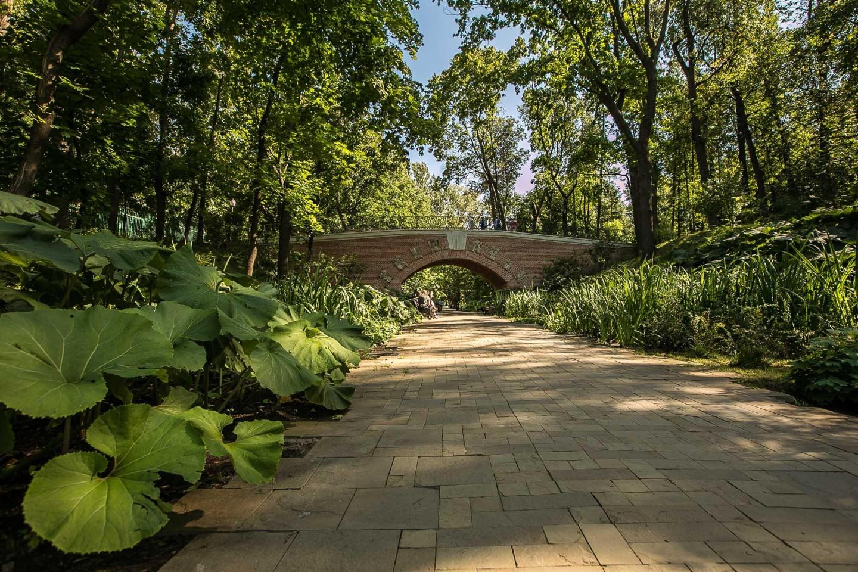 Гротесковые каменные мосты, Нескучный сад, Москва — ParkSeason