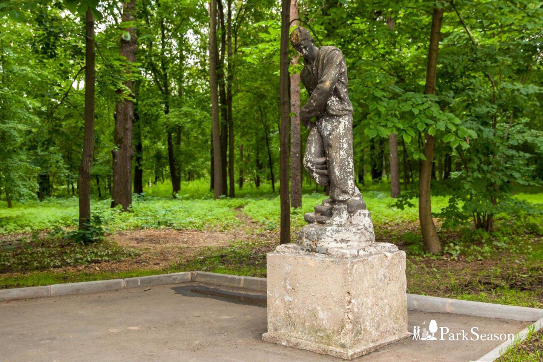Скульптура мужчины, ВДНХ, Москва — ParkSeason