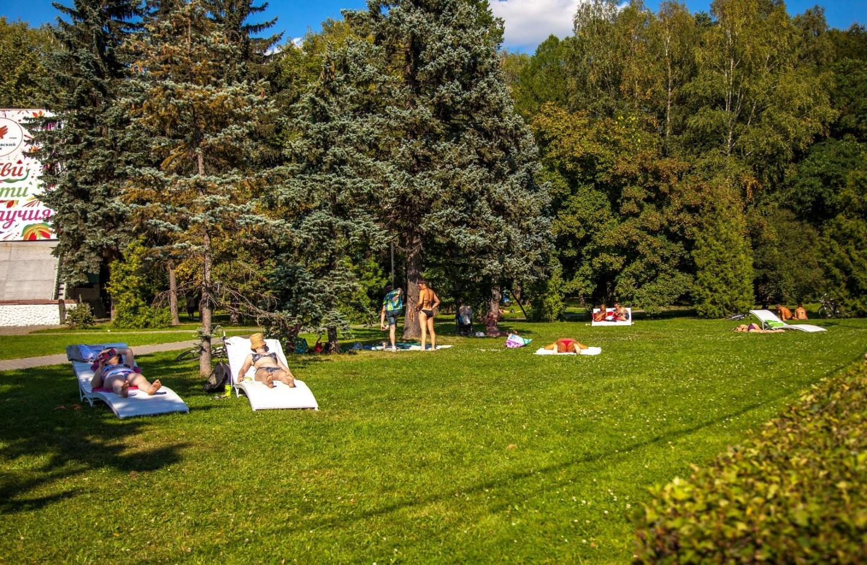 Зона отдыха с лежаками, Парк «Измайловский», Москва — ParkSeason