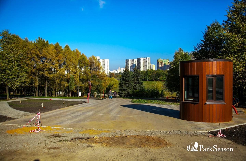 Входы в парк, Парк Олимпийской деревни, Москва — ParkSeason