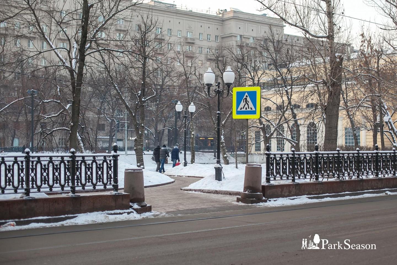 Входы в парк, Чистые пруды, Москва — ParkSeason