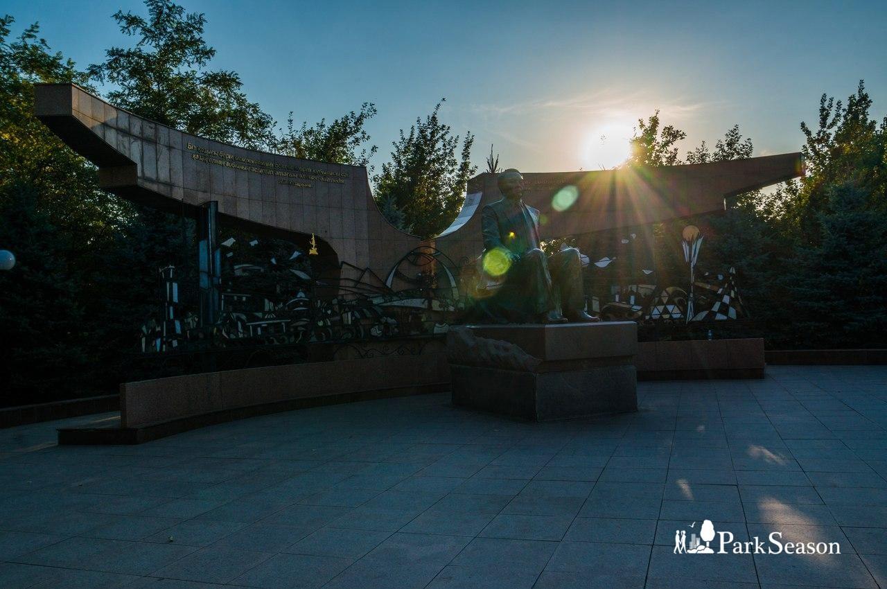 Скульптура Нурсултана Назарбаева — ParkSeason