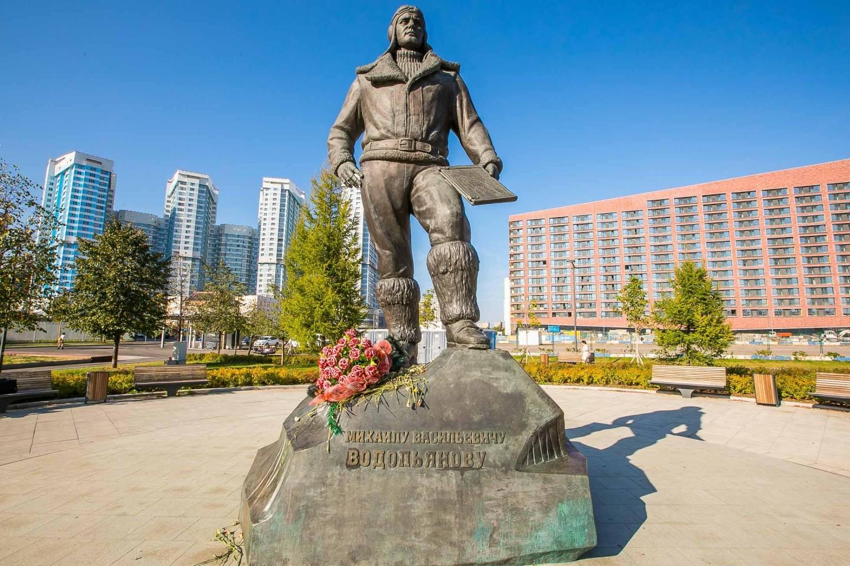 Памятник Водопьянову М.В., Ходынское поле, Москва — ParkSeason