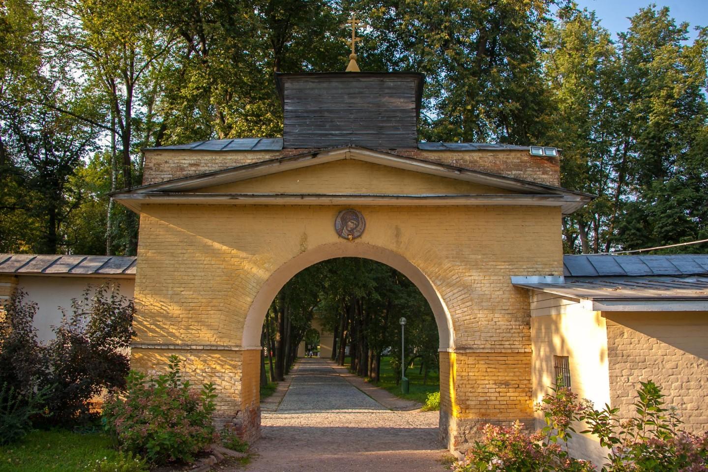 Глинобитная ограда, Музей-усадьба «Архангельское», Москва — ParkSeason