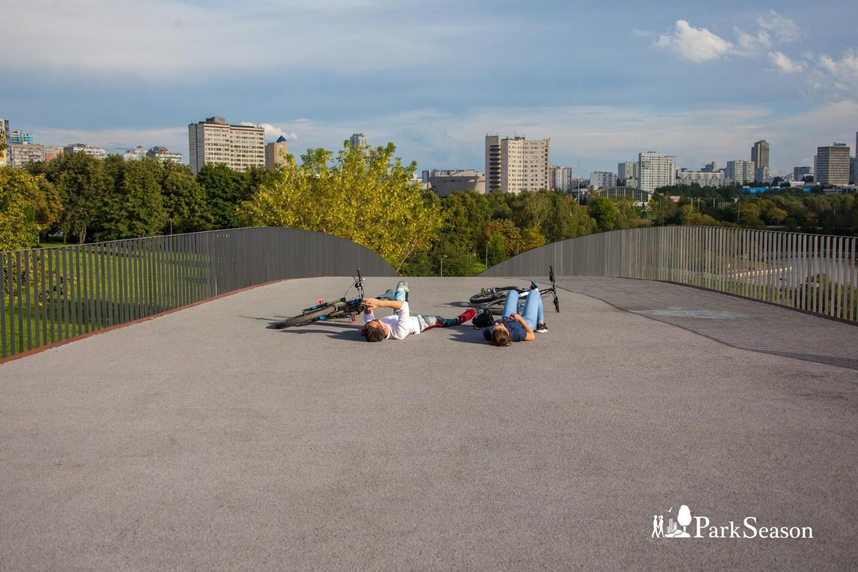 Главный павильон, Парк Олимпийской деревни, Москва — ParkSeason